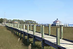 walking-manteo-waterfront