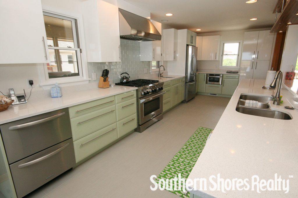 Modern Beach House Kitchen Design